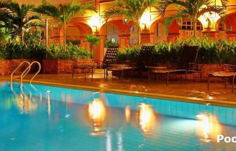 Hotel Grand Pacific Singapore - Pool - 4