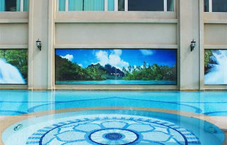 Imperial Hotel Hue - Pool - 6