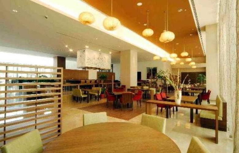 Radisson Blu Plaza Hotel Hyderabad Banjara Hills - Restaurant - 8