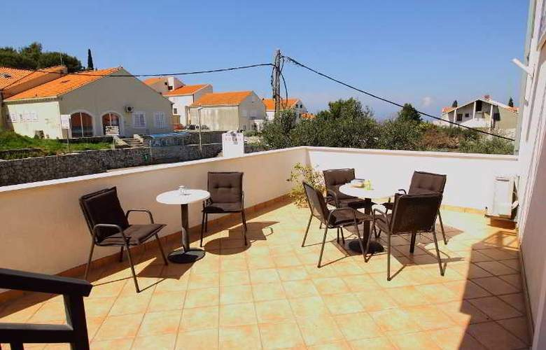 Bacan Serviced Apartments - Terrace - 11