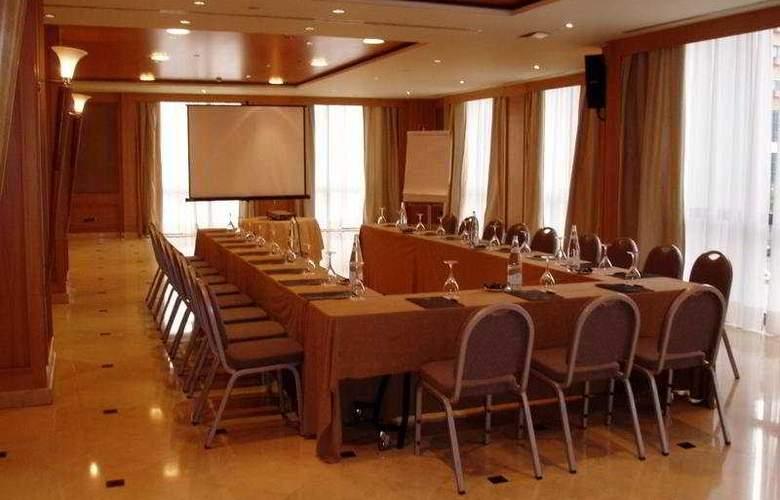 Sevilla Center - Conference - 19