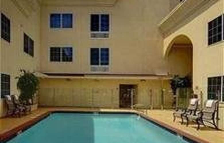 Holiday Inn Express Hollywood - Pool - 3