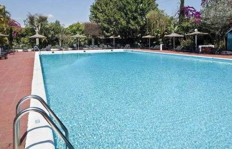 Carlton Hotel - Pool - 4