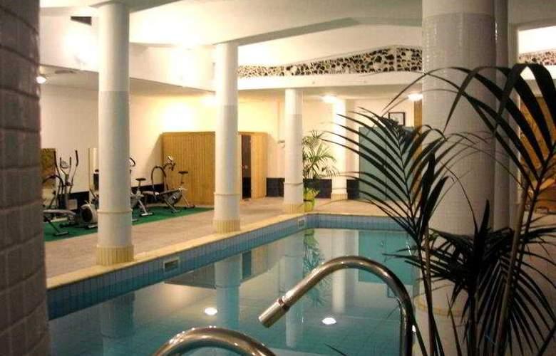 Alexander Palace - Pool - 3