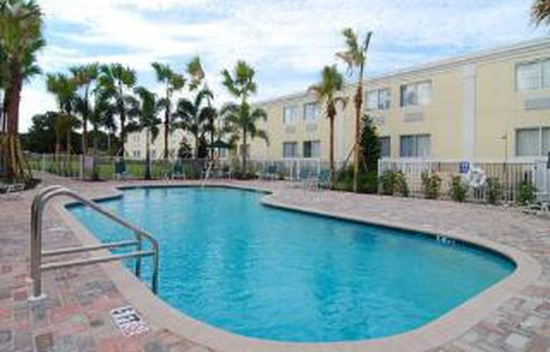 Quality Inn & Suites Near Fairgrounds Ybor City - Pool - 5