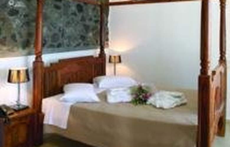 Loucas - Room - 3