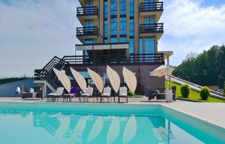 Superior Golf & Spa Resort - Pool - 6
