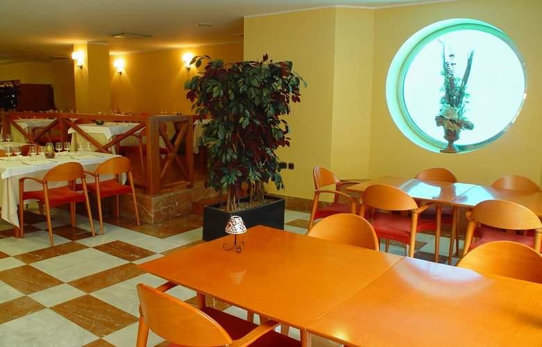 Zenit Diplomatic - Restaurant - 17