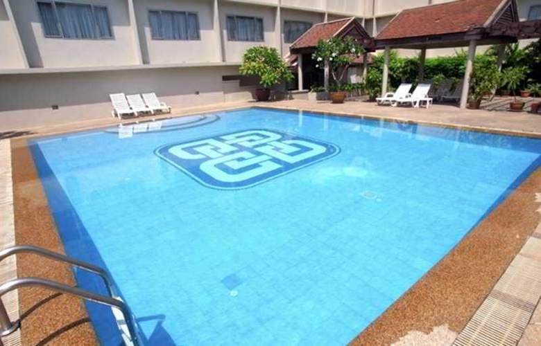 Dynasty Bangkok - Pool - 6