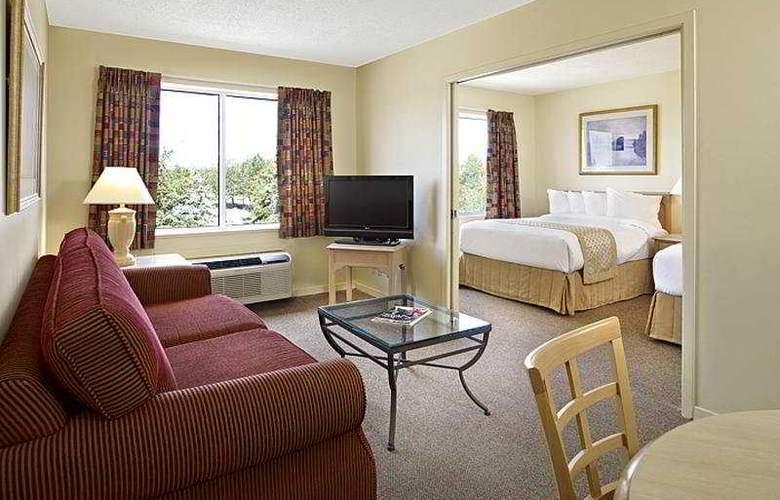 Sandalwood Suites Toronto Airport - Room - 10