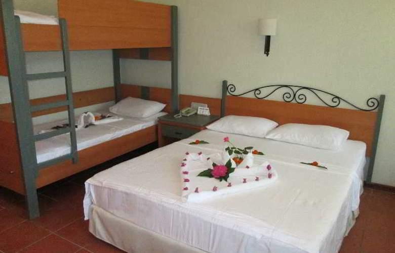 Suncity Hotel & Beach Club - Room - 13