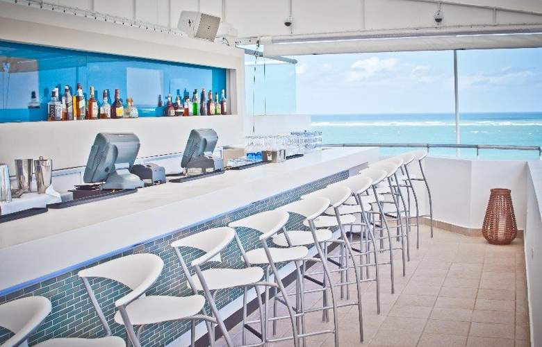 San Juan Water & Beach Club Hotel - Bar - 4