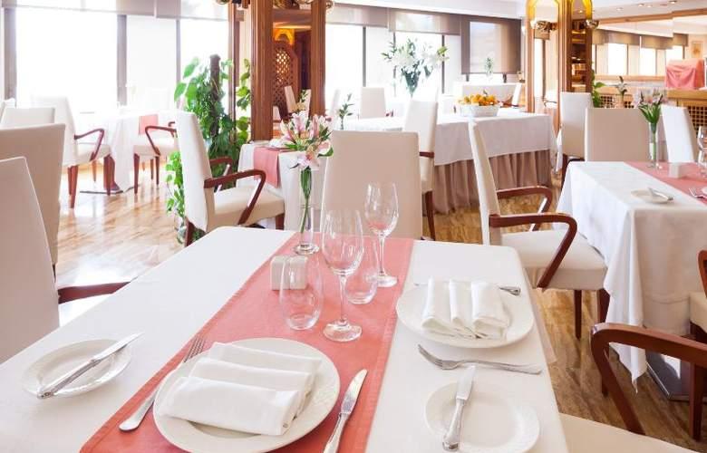Royal Plaza - Restaurant - 20