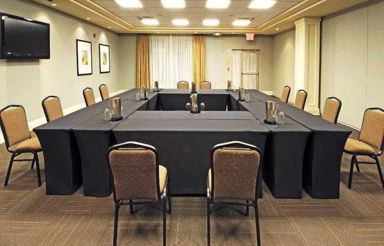Holiday Inn Express & Suites Vaughan - Hotel - 14