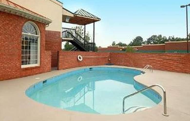 Econo Lodge Acworth - Pool - 5