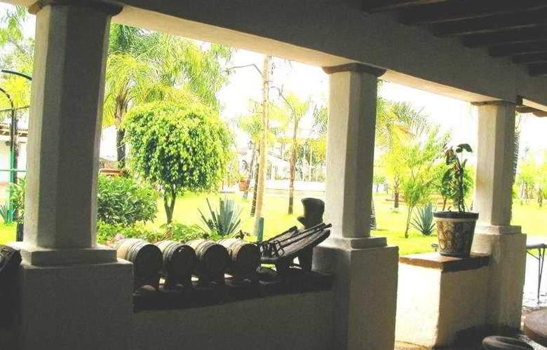 Hacienda la Puerta de Enmedio - Terrace - 4