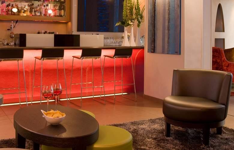 Le Six Hotel - Bar - 12