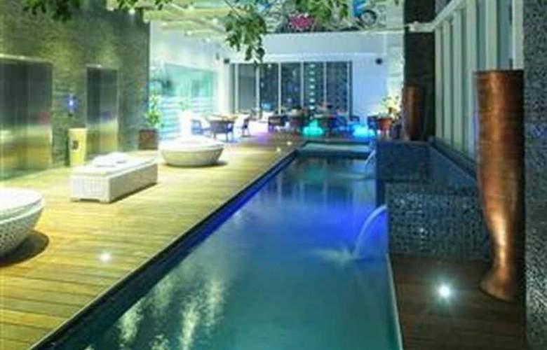 Mercure Jakarta Simatupang - Pool - 11