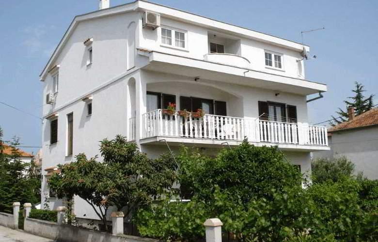 Apartments Burmeta - Hotel - 0