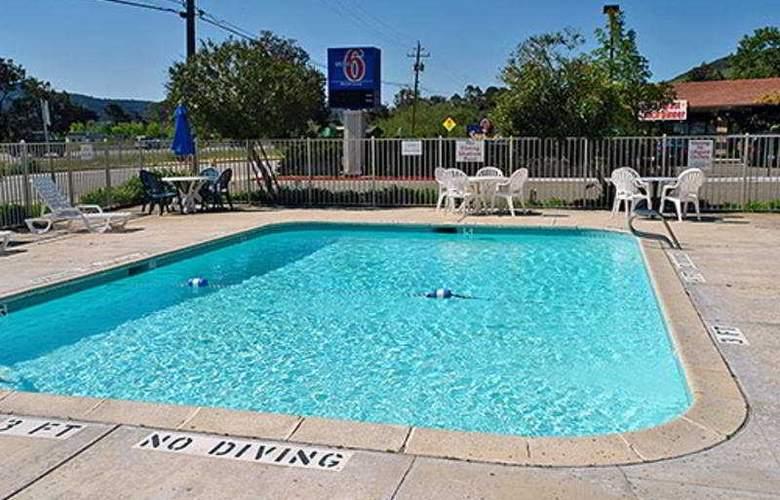 Motel 6 Santa Fe - Pool - 3
