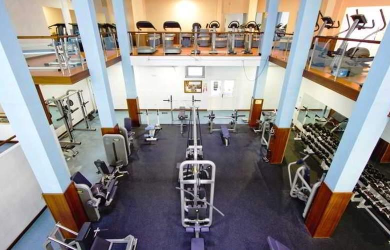 La Quinta Park Suites - Sport - 20