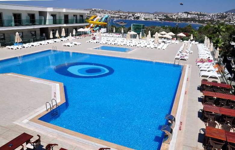 Jasmin Beach Apart - Pool - 4