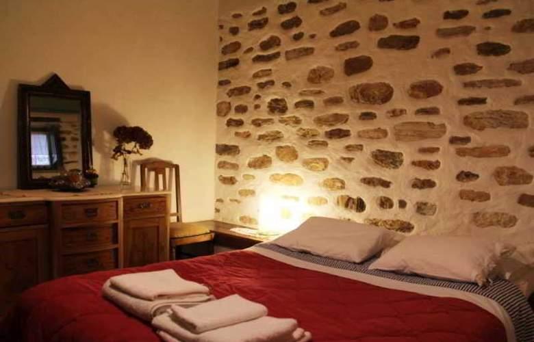 Efipoi Hotel - Room - 0