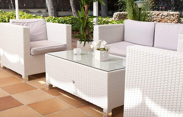 Grupotel Ibiza Beach Resort - Terrace - 5