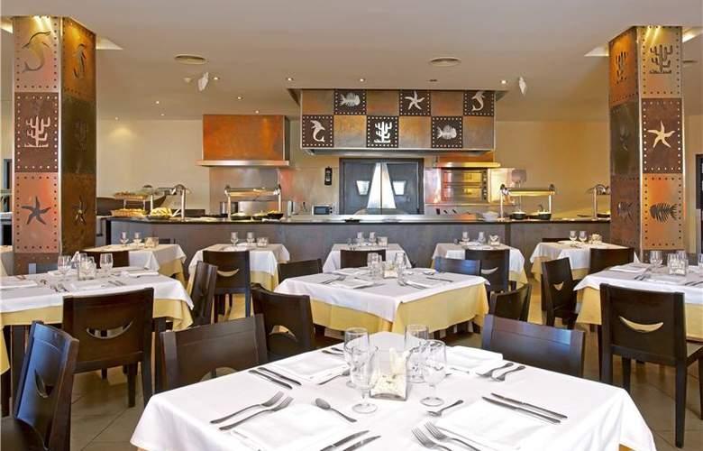 Iberostar Bouganville Playa - Restaurant - 42
