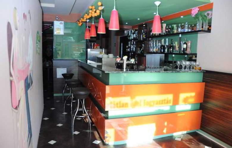 Green Hotel Budapest - Bar - 16