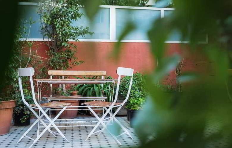 Casa Gracia Barcelona Hostel - Terrace - 5