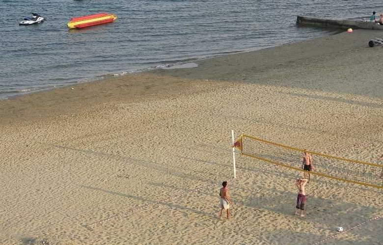 Costantiana Beach Hotel Apts - Beach - 18