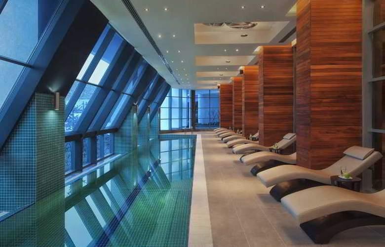 Radisson Blu Hotel & Spa Istanbul Tuzla - Pool - 3