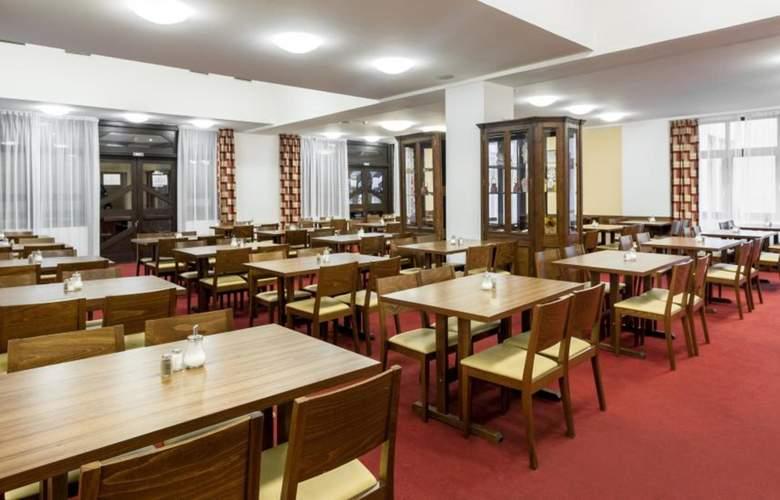 Globus - Restaurant - 10