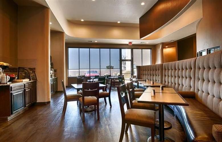 Best Western Plus Atrea Hotel & Suites - Restaurant - 59