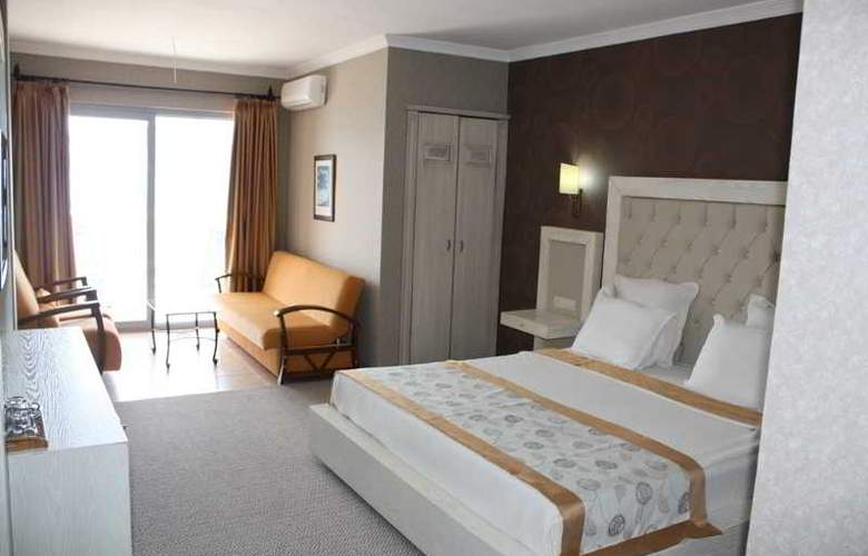 Romance - Room - 26