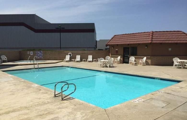 SureStay Plus by Best Western Lompoc - Pool - 2
