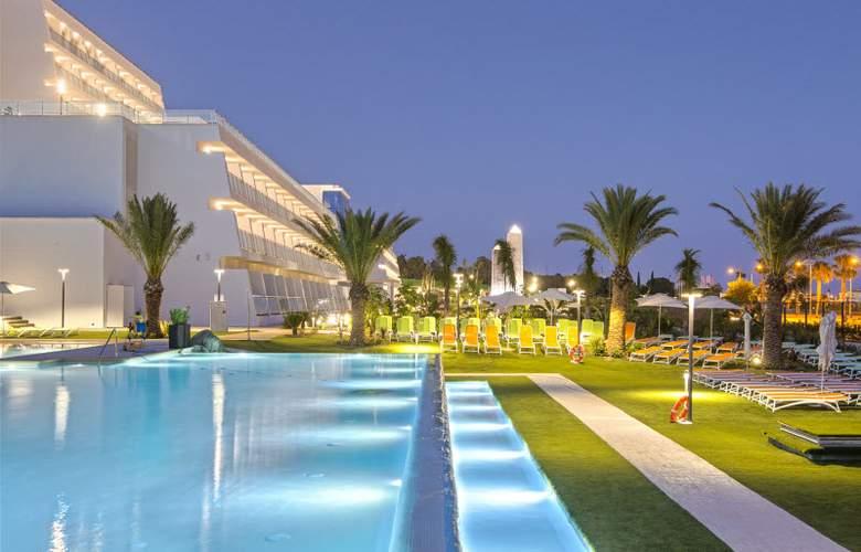 Grand Luxor - Pool - 23