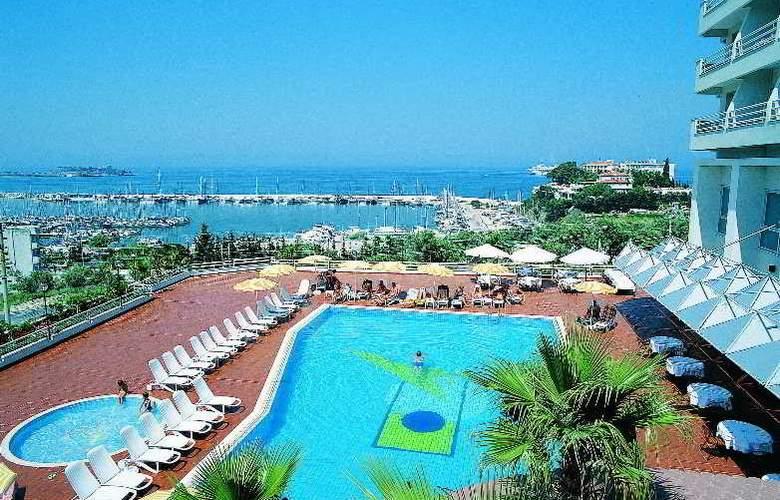 Marina Hotel - Pool - 6