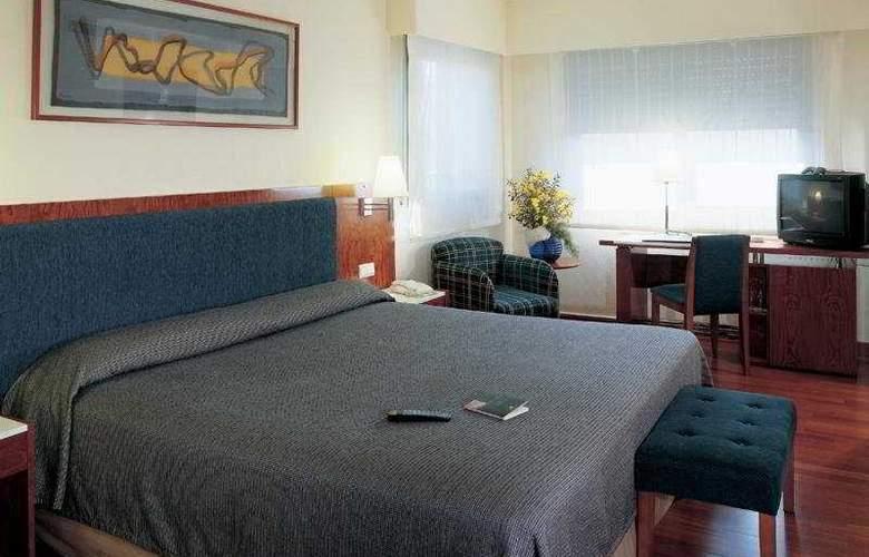 NH Barcelona Entenza - Room - 2