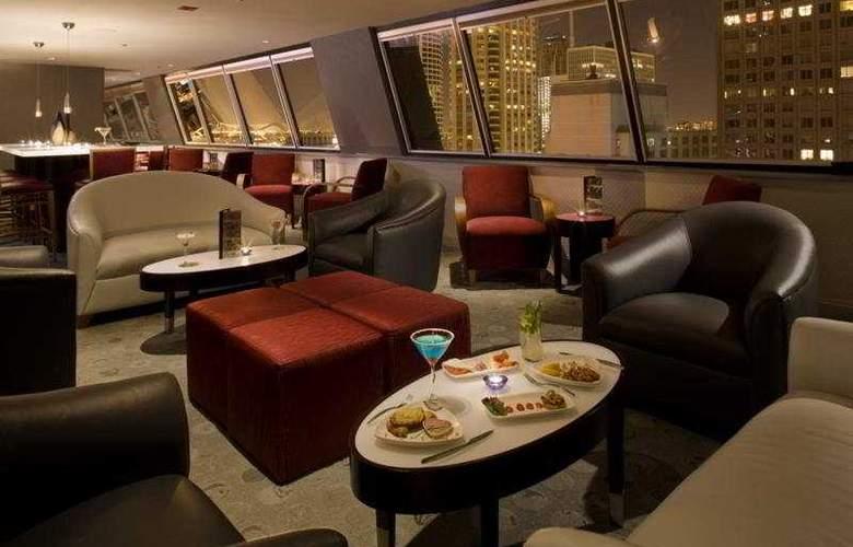 Hampton Inn Chicago Downtown/Magnificent Mile - Bar - 9