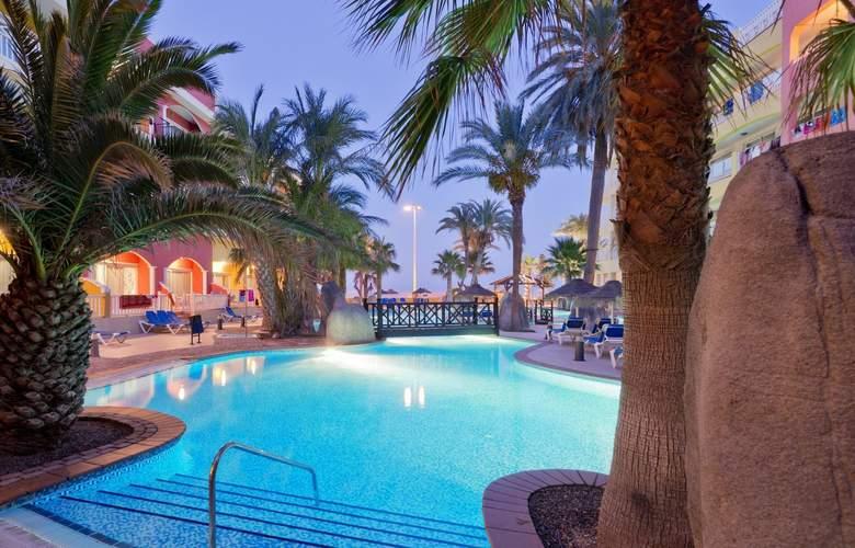 Mediterraneo Bay Hotel & Resort - Pool - 4
