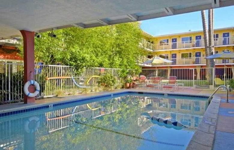 Hotel Del Sol - Pool - 4