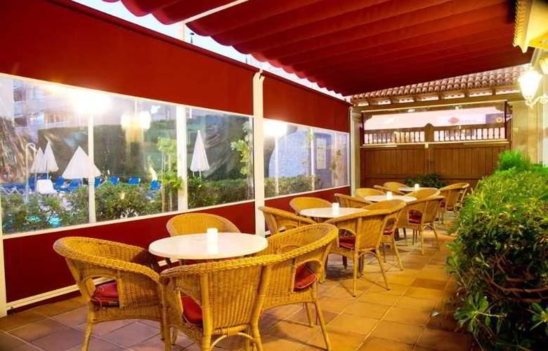 Amoros Hotel - Terrace - 23