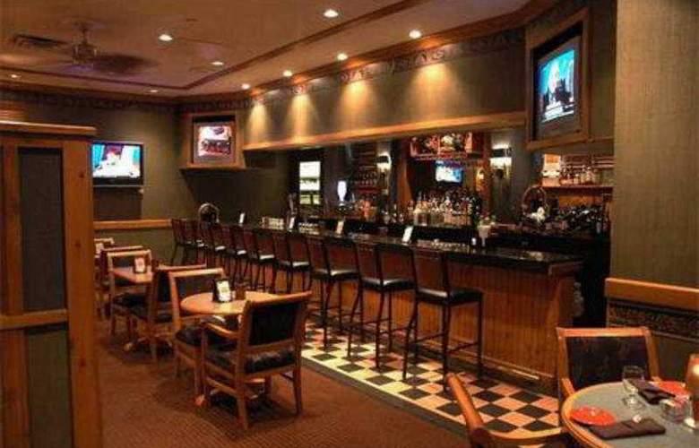 Embassy Suites Hotel Syracuse - Bar - 6