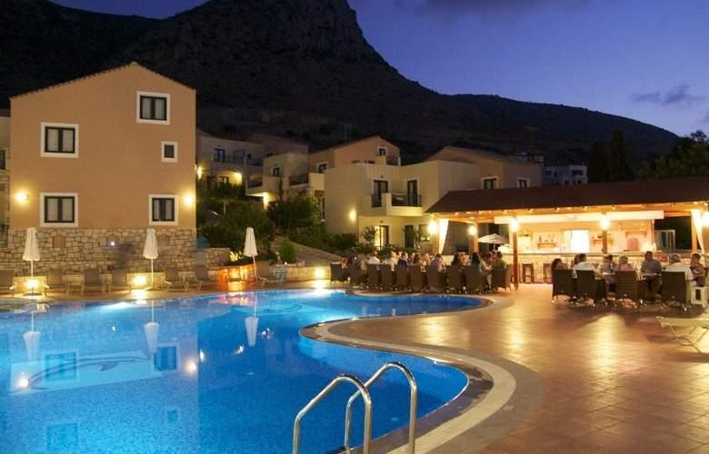Pilot´s Villas Luxury Suites - Pool - 2