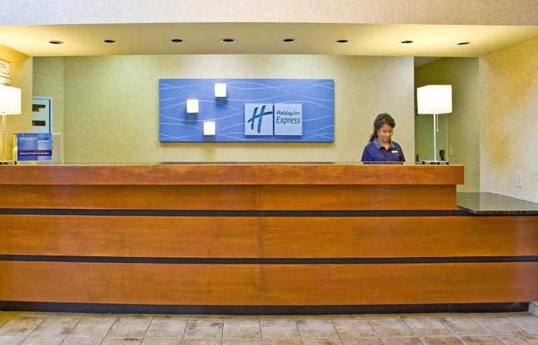 Holiday Inn Express Brandon Tampa - Hotel - 3