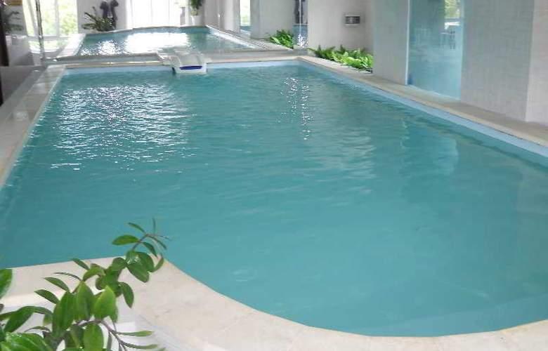 Starlet - Pool - 7