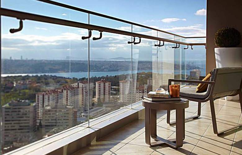 Renaissance Istanbul Bosphorus - Terrace - 8