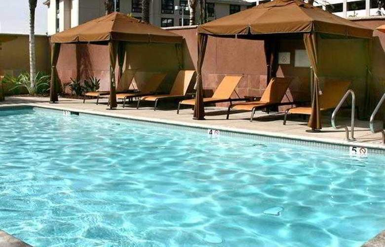 Courtyard Los Angeles Burbank Airport - Hotel - 16
